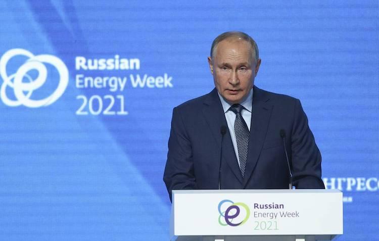 US Making 'Big Mistake' Using Dollars As Sanctions Instrument, Says Russian Pres. Putin