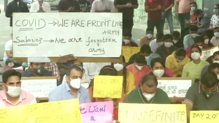 Delhi: Hindu Rao Hospital's Resident Doctors Go On Indefinite Hunger Strike Over Non-Payment Of Salary