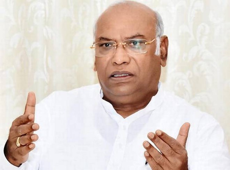 JUST IN: Mallikarjun Kharge Reacts On DK Shivakuma