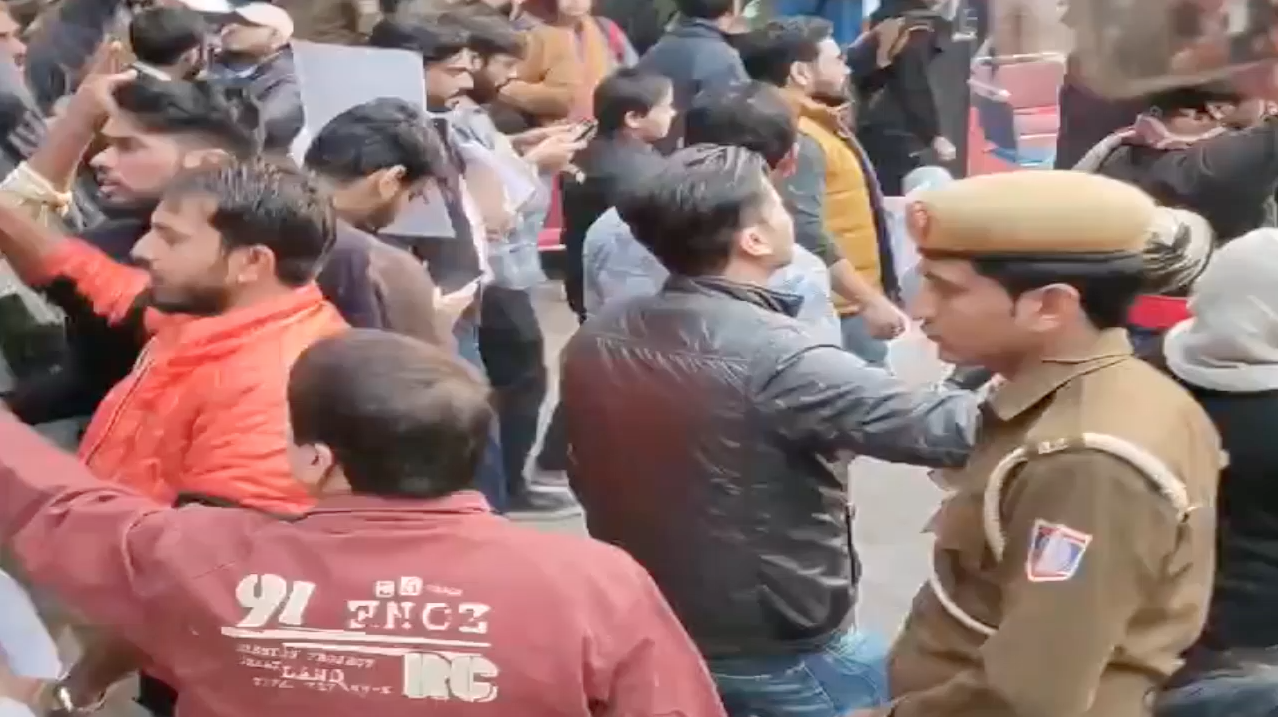 Protesters Storm JDU Office In Delhi