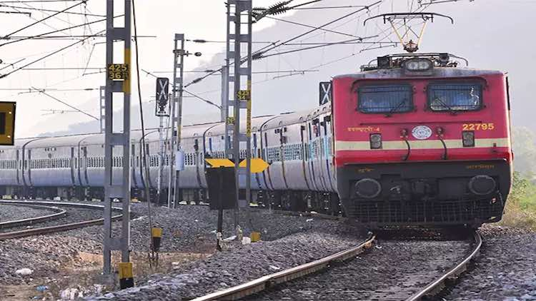 UP Man Kills Self In Front Of Train, Leaves Suicid