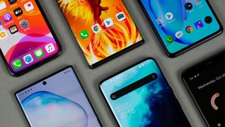India Witnesses Almost 50% Drop In Smartphone Sale