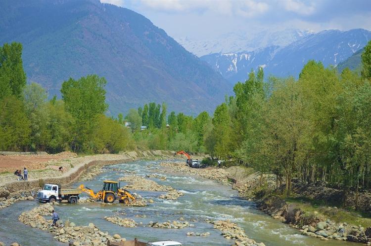 Kashmir Now Hotspot of Illegal Riverbed Mining