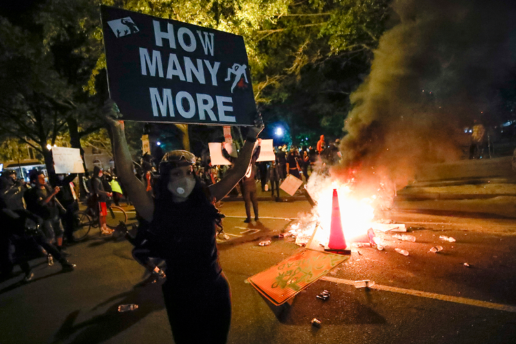 Protests in the U.S. reached the White House, with