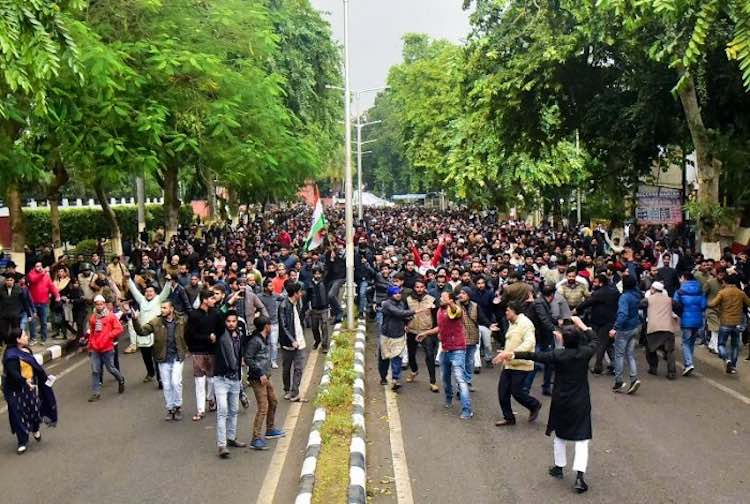 Warning to VC of AMU students, 'emptying hostels w