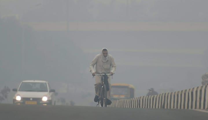 COVID-19 & Pollution Hit Delhi; AQI Nears 370 In J