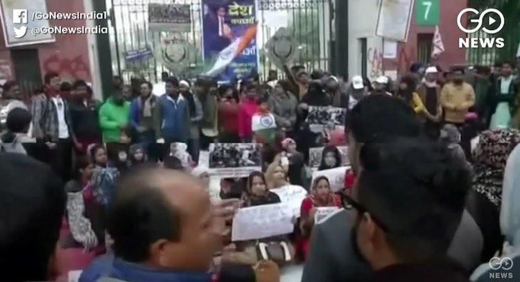 The brave women of Zakir Nagar said, 'We will figh