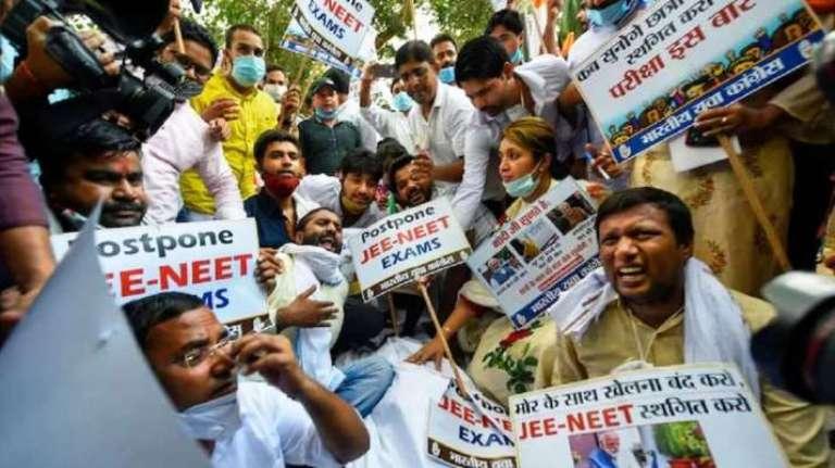 Lucknow: Lathi-Charge Against Samajwadi Party Work