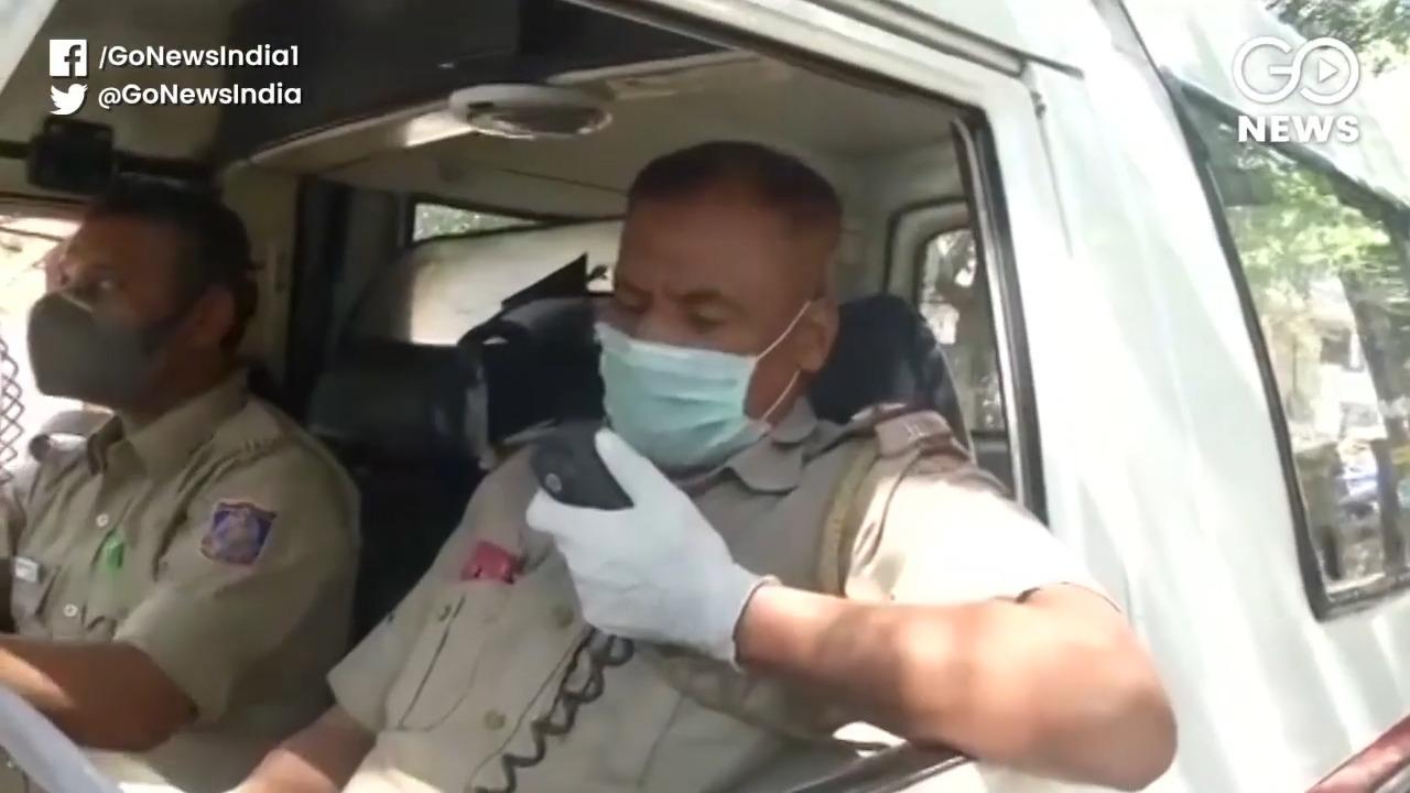 Delhi Police Spread Awareness On COVID-19 Amid Loc