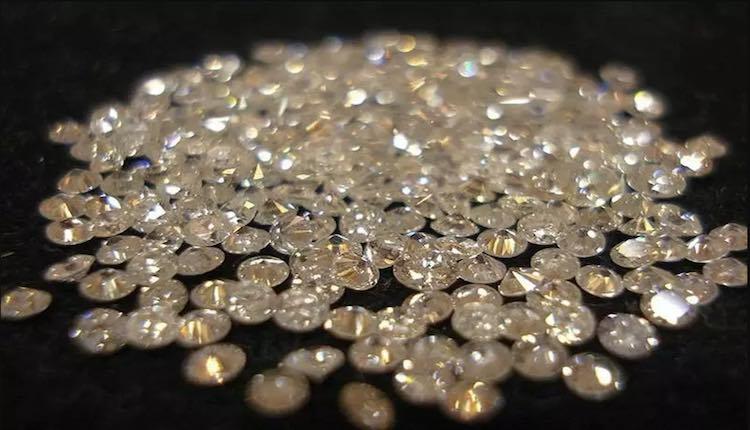 CORONAVIRUS CRIPPLES SURAT'S DIAMOND BUSINESS