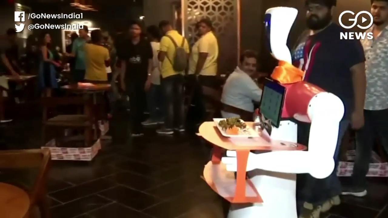 Robot Restaurant Attracts Customers In Bhubaneswar