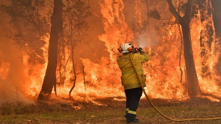 Australia 'Mega Blaze' Rages On, New Heat Record S