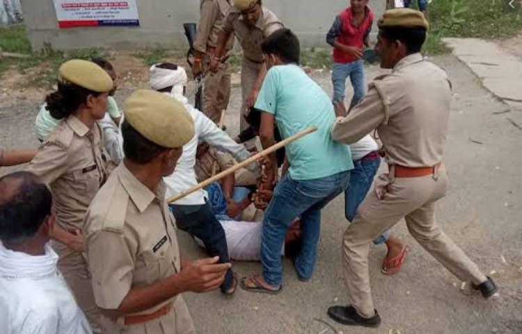 Police lathi-charged school children in Hardoi