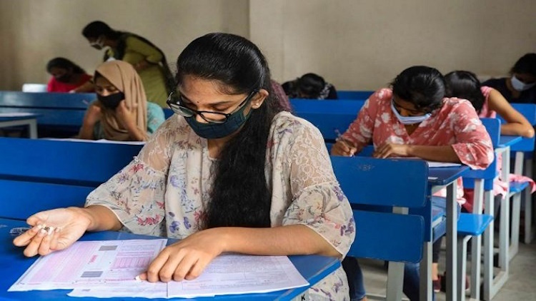 JEE Exam Preparation: 10 Lakh Masks & Gloves, 6,60