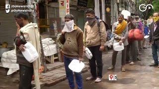 Good Samaritans Feed Daily Wage Labourers In Delhi