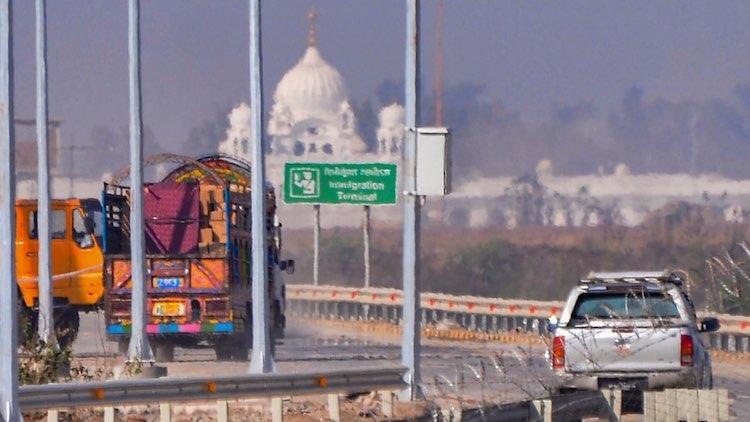 Delhi Congress Gifts Rumalla To Manmohan Ahead Of