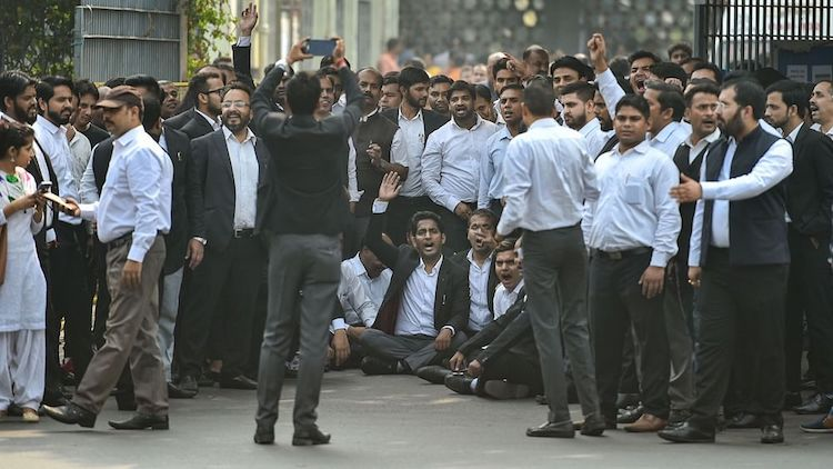 Delhi Lawyers Call Off Strike