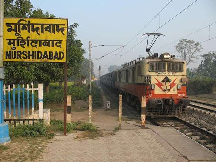 Murshidabad: BJP worker who threw stone on train w