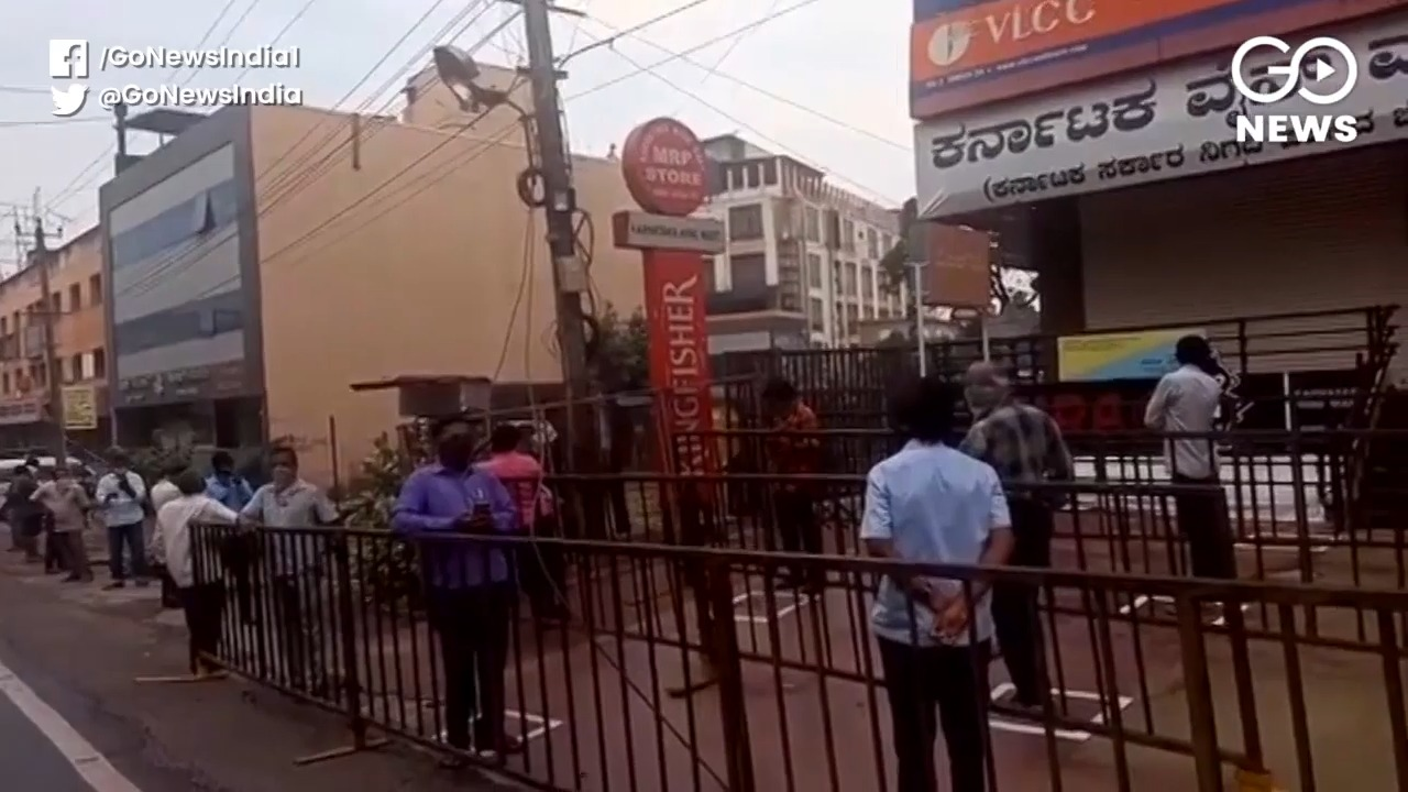 Lockdown 3.0: Long Queues Outside Liquor Shops Sin