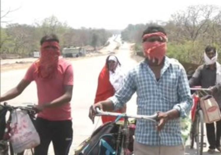 Day laborers left for Madhya Pradesh from Maharash