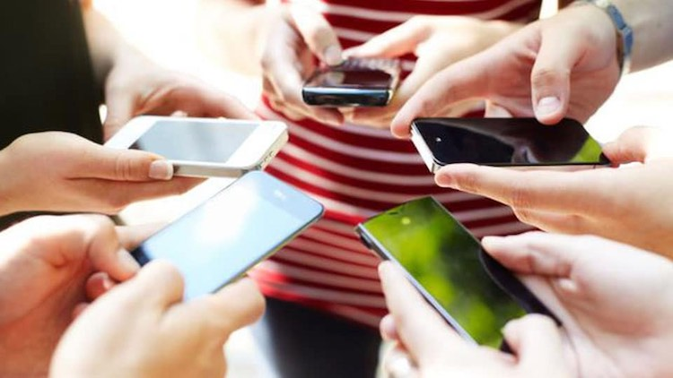 Blanket Ban On Mobile Phone Use In All UP Colleges