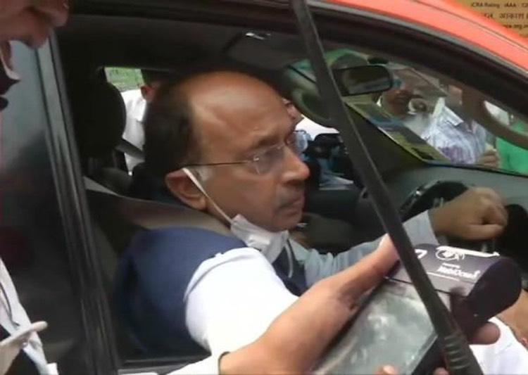 BJP leaders protest against Odd-Even, Vijay Goel s
