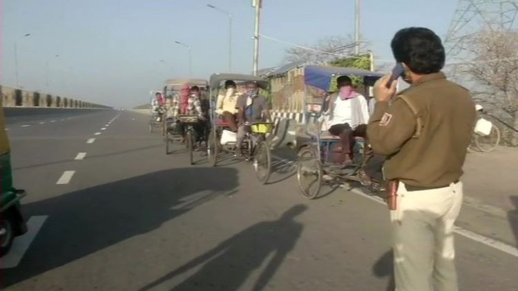 Police Stop Delhi Rickshaw Pullers Headed Towards