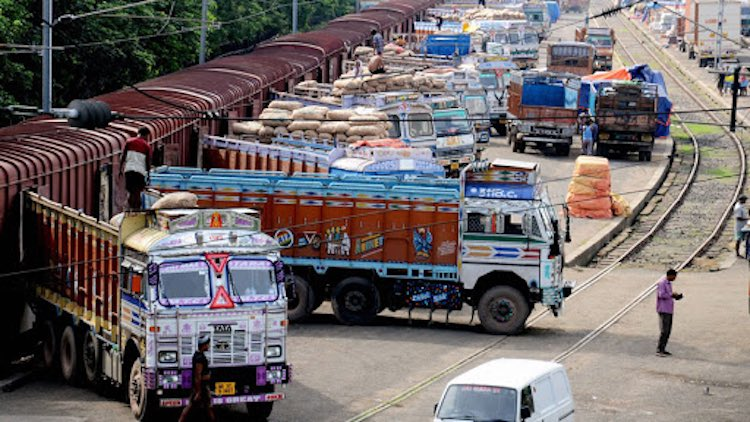 Lockdown: Truck Unions Write To PM Seeking Bailout