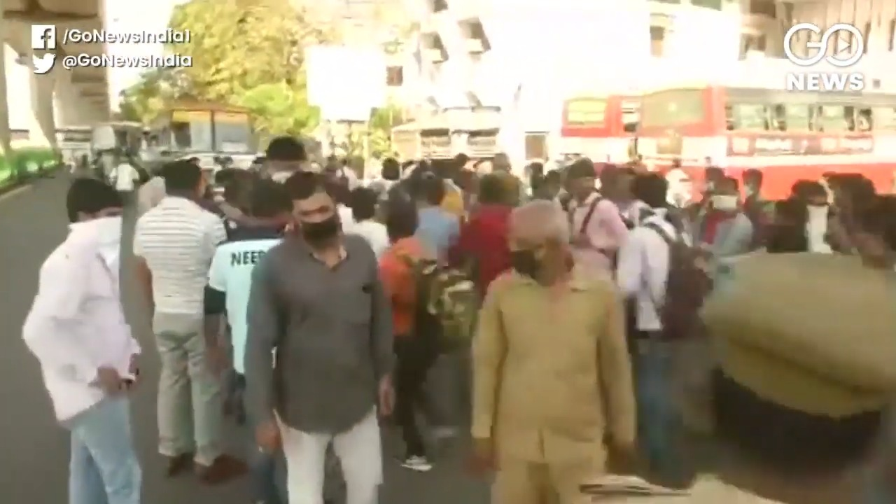 Police Stop Delhi Rickshaw Pullers Headed Towards