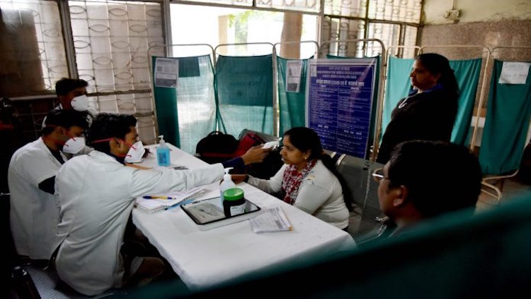 800 people, including doctor family of Mohalla cli